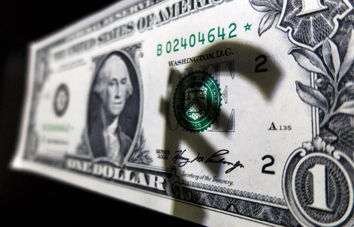 Курс доллара превысил 66 рублей впервые с ноября 2016 года
