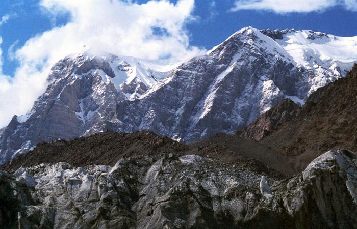 Пять человек погибли при жесткой посадке Ми-8 в горах Таджикистана