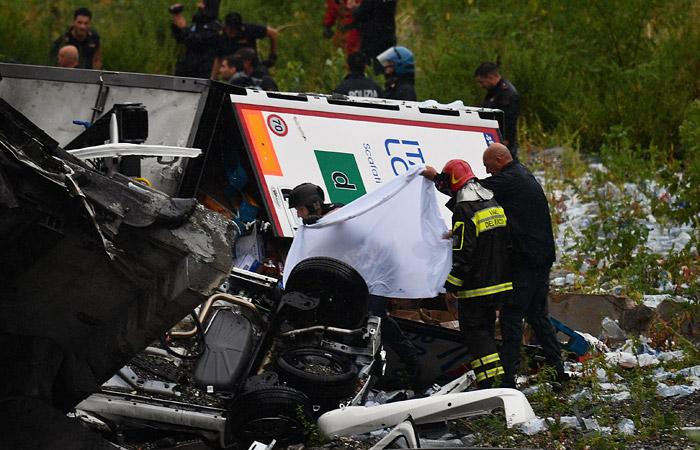 Число жертв обрушения моста в Генуе выросло до 22 человек