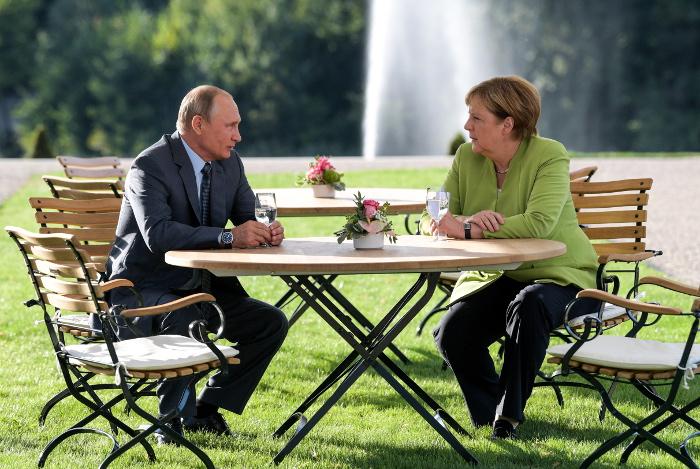 """Путин и Меркель сошлись в необходимости оградить """"Северный поток-2"""" от нападок третьих стран"""