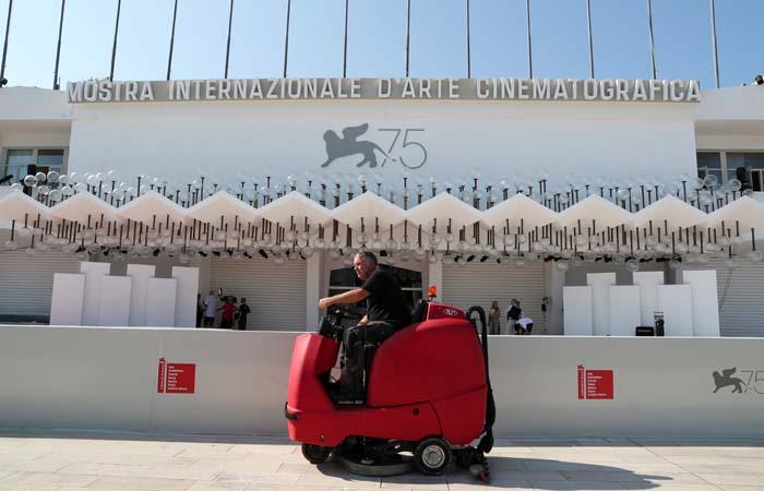 Венецианский кинофестиваль откроется в среду картиной о первом человеке на Луне