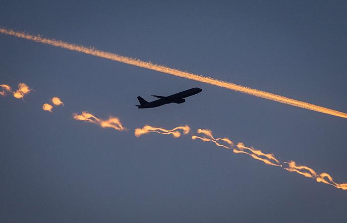 В самолет рейса Москва - Норильск во время полета ударила молния
