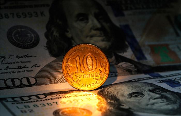 Доллар превысил 70 рублей