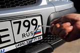Путин лишил автоинспекторов права снимать с машин номера