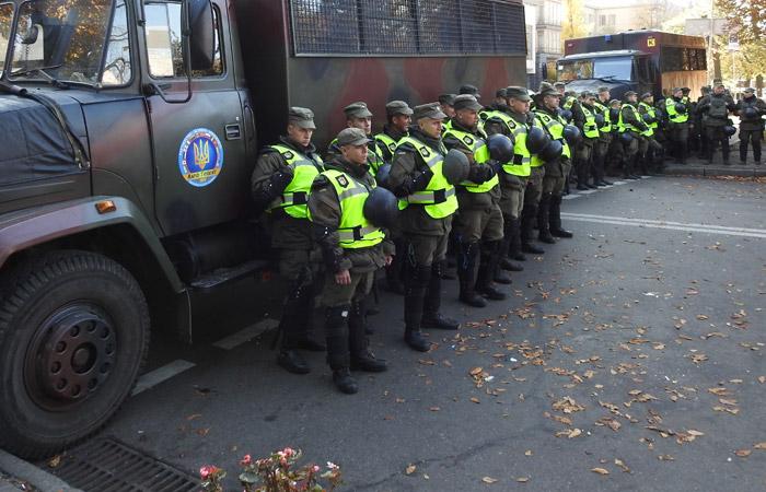 У здания парламента Украины начались беспорядки