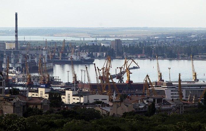 """Украинские СМИ объяснили выход судов """"Донбасс"""" и """"Корец"""" из Одессы созданием базы на Азове"""
