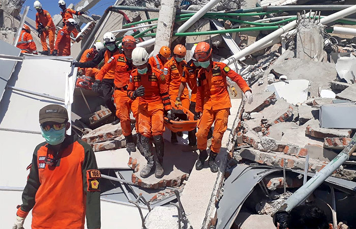 Цунами в Индонезии унесло жизни более 800 человек