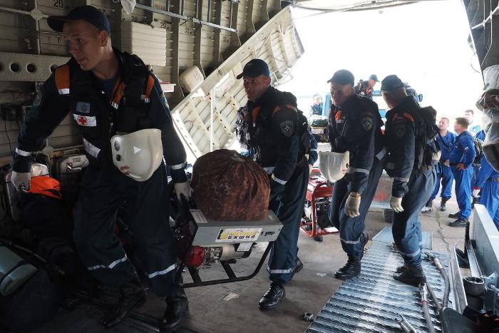 Спасатели продолжили поиски вертолета, совершившего жесткую посадку в Якутии