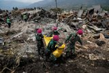 Число жертв землетрясения и цунами в Индонезии превысило 1500 человек