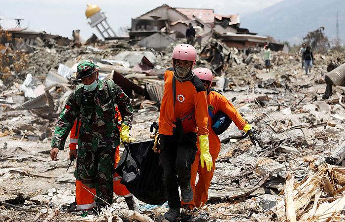 Число жертв землетрясения и цунами в Индонезии превысило 1,6 тыс. человек