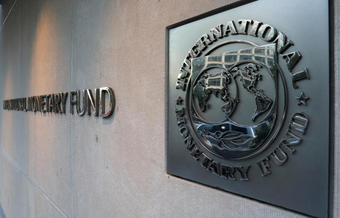МВФ ожидает в 5-летней перспективе снижение уровня совокупного госдолга Украины до 53% ВВП