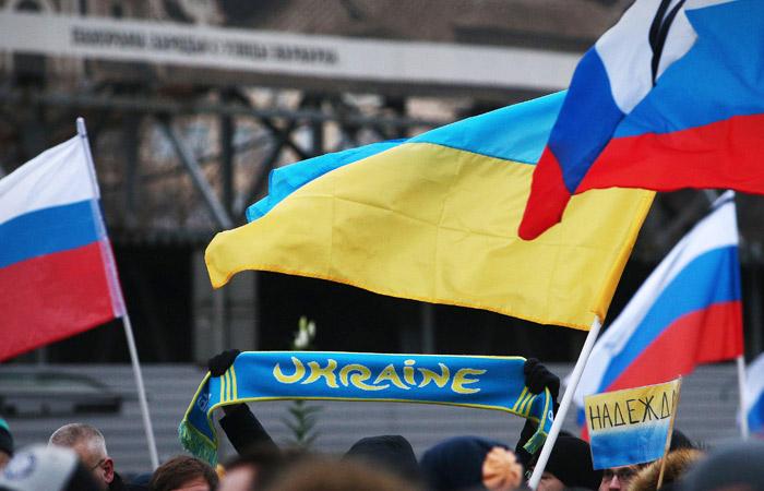 Половина россиян и украинцев высказались за дружественные отношения без виз и границ