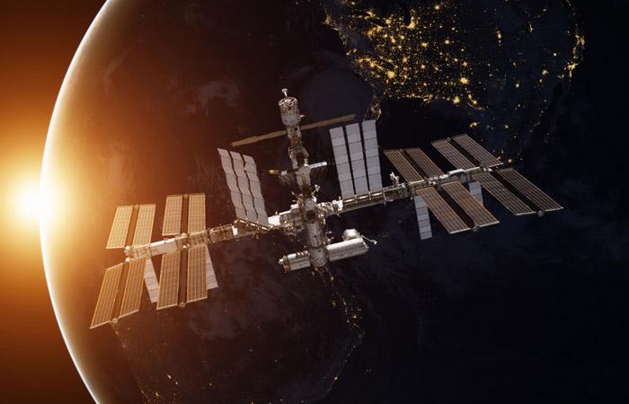 """В """"Роскосмосе"""" допустили возможность того, что МКС окажется без экипажа на борту"""