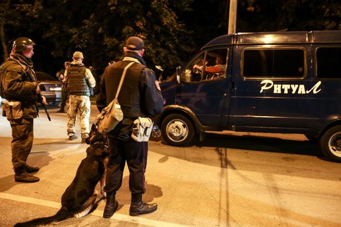 В керченской трагедии погибли 15 студентов и пятеро взрослых