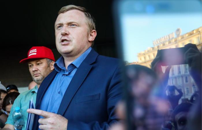 """""""Ведомости"""" сообщили о предложении Ищенко отказаться от участия в выборах"""
