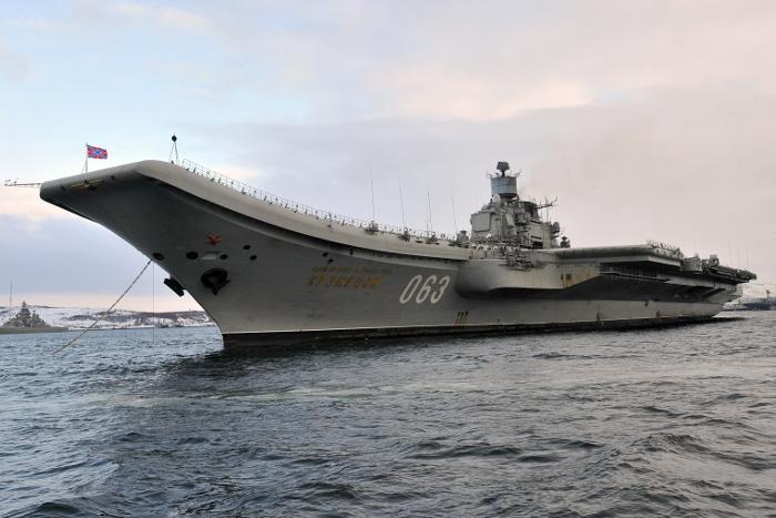"""Авианосец """"Адмирал Кузнецов"""" перевели на другой судоремонтный завод"""