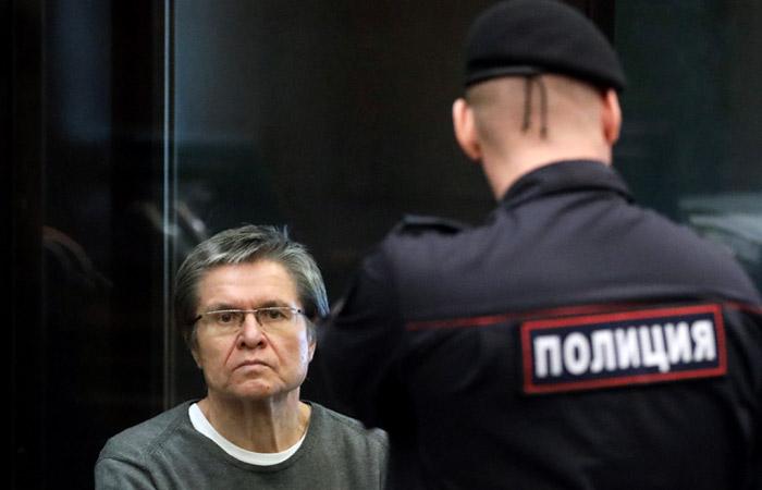 Арест сосчета Улюкаева сняли для списания 130-миллионного штрафа