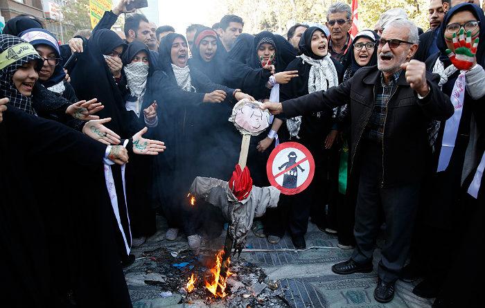 Накануне ввода новых американских санкций в Иране прошли массовые протесты