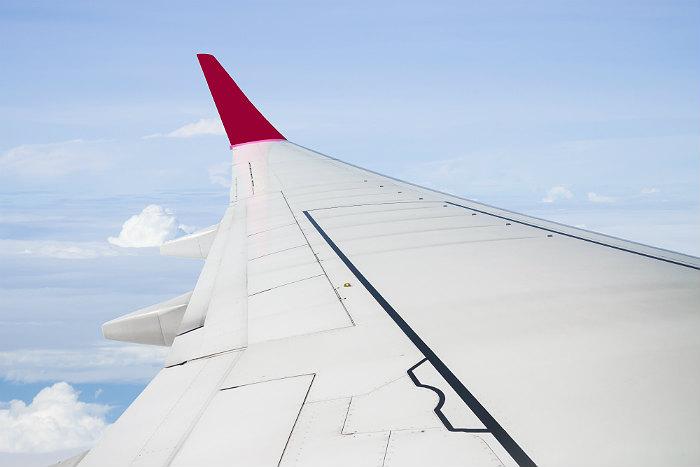 Летевший из Новосибирска в Китай лайнер сел в Красноярске из-за трещины в кабине пилота