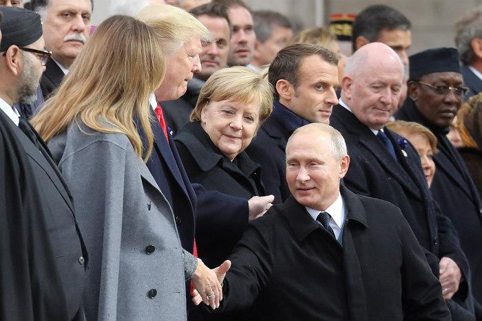 Путин и Трамп поприветствовали друг друга у Триумфальной арки в Париже