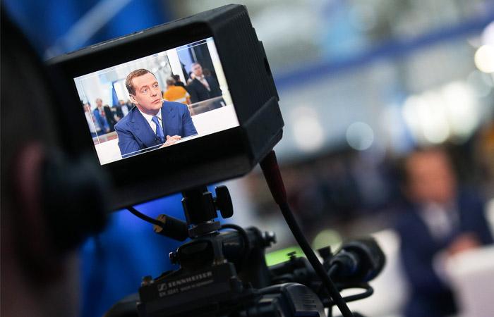 Медведев предложил компенсировать затраты на покупку приставок для цифрового ТВ