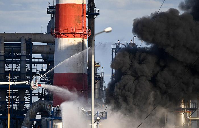 Возможной причиной пожара на нефтезаводе в Москве назвали деформацию печи