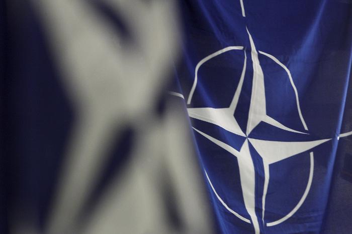 НАТО не станет отказываться от политики сдерживания