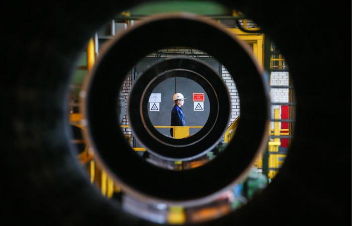 """Газпром"" заключил крупнейшую трубную сделку"
