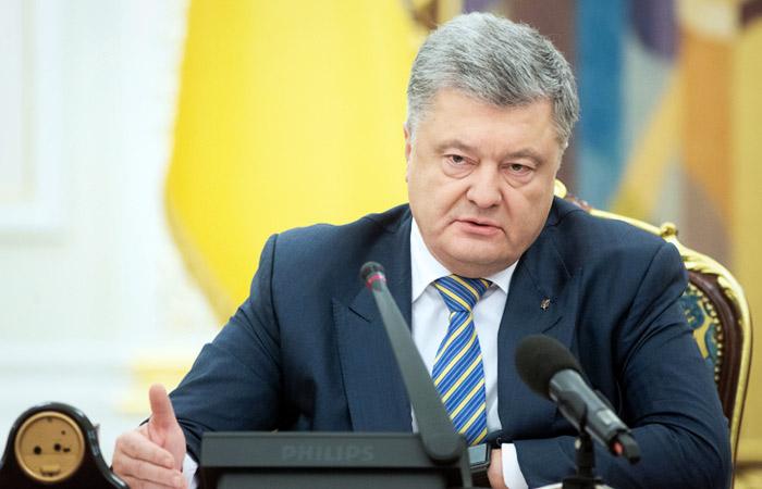 Порошенко подписал решение СНБО о военном положении на Украине