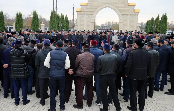 В Назрани начался митинг противников соглашения о границе с Чечней
