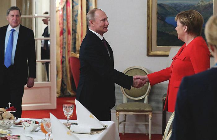 Путин встретился с Меркель за рабочим завтраком