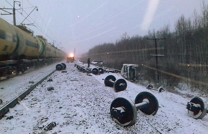 РЖД сообщила о сходе 35 вагонов грузового поезда на перегоне в Омской области
