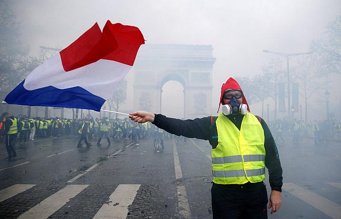 Власти Франции не исключили возможность введения режима ЧС из-за беспорядков