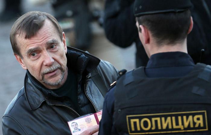 Правозащитник Пономарев получил 25 суток ареста за несанкционированный митинг