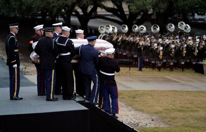 Экс-президента Буша-старшего похоронили в Техасе