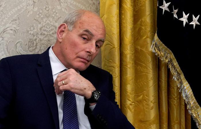 Глава аппарата Белого дома уйдет в отставку