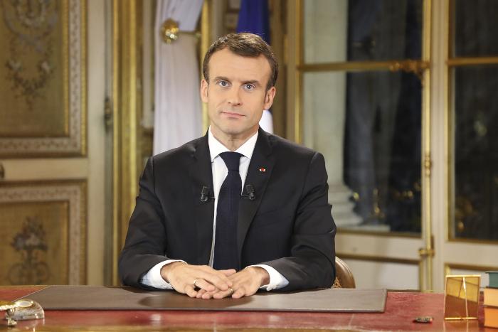 Макрон в ответ на акции протеста объявил о повышении МРОТ во Франции