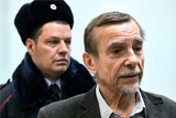 Суд не отпустил арестованного правозащитника Пономарева на похороны Алексеевой