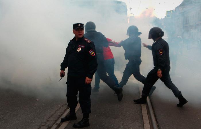 Большинство россиян высказались против акций протеста с политическими требованиями