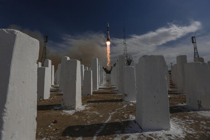 """У космонавтов будет шесть часов на демонтаж фрагмента обшивки """"Союза МС-09"""""""
