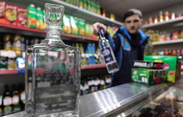 Минздрав РФ начал готовить закон о запрете продажи крепкого алкоголя до 21 года