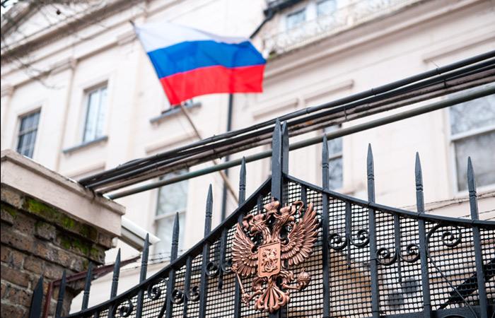 Москва и Лондон начали переговоры о частичном восстановлении состава дипмиссий