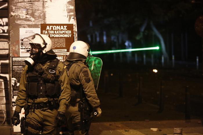 Мощный взрыв произошел у здания греческого телеканала