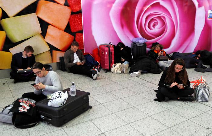 Аэропорт Гатвик в Лондоне вновь прервал работу из-за беспилотника