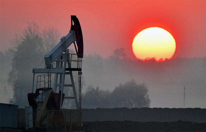 Нефть Brent стабилизировалась после падения ниже $50 впервые с июля 2017 года