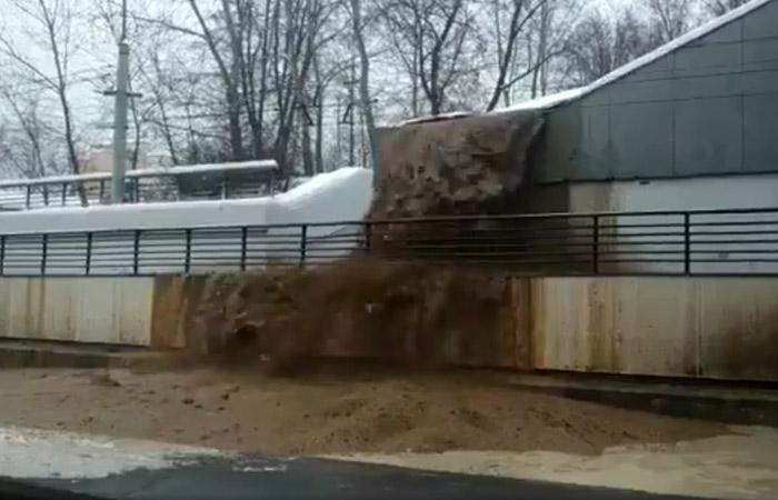 В Москве перекрыто Волоколамское шоссе из-за затопления Тушинского тоннеля