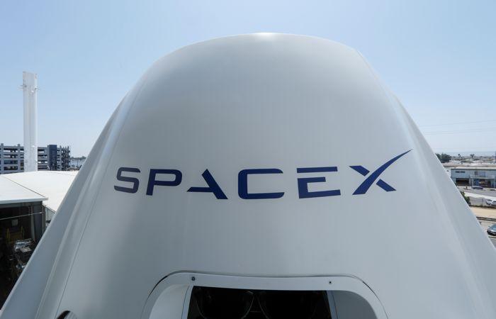 SpaceX сократит штат на 10
