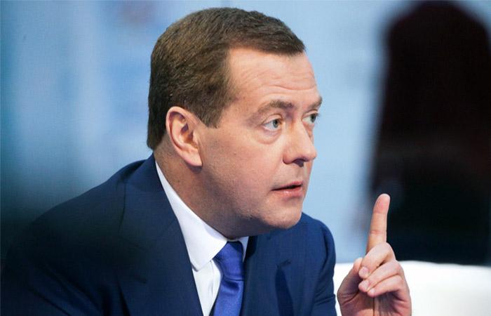 Медведев ответил на претензии Лукашенко из-за налогового маневра