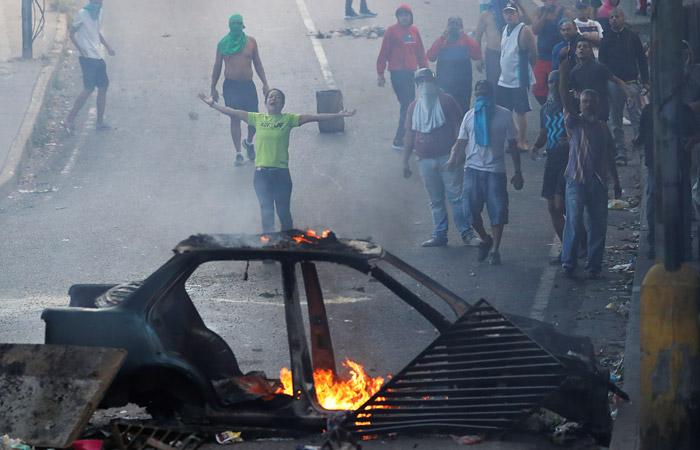 Спецназ применил слезоточивый газ для разгона сторонников мятежа в Каракасе