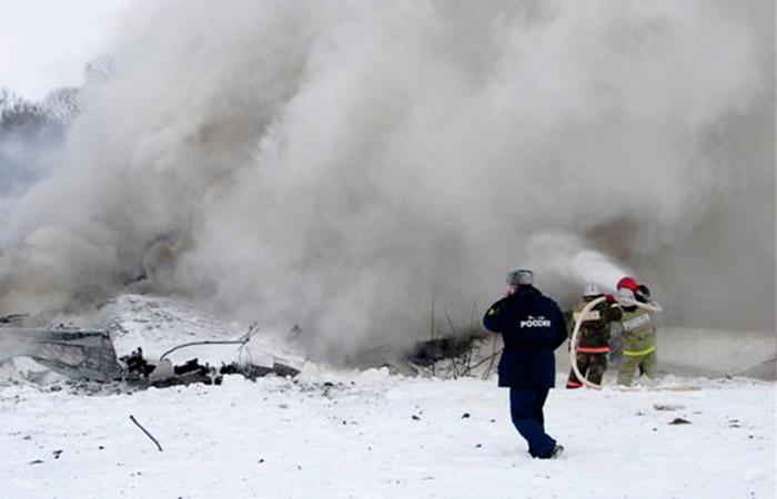 Потушить упавший в Мурманской области Ту-22М3 пока не удалось